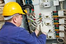 commercial-electrician-at-work1.jpg